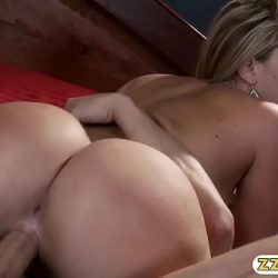 Huge booty Alexis Texas snatch wrecked in the bedroom